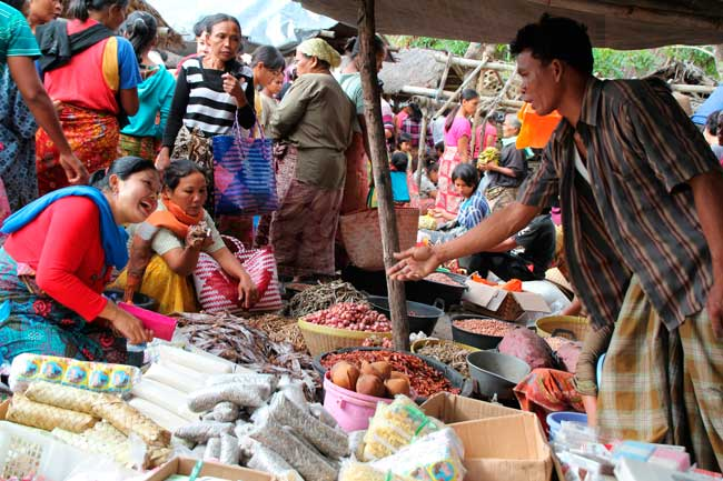 In every Lombok town or village you will find street markets where you'll be able to purchase any kind of local product.